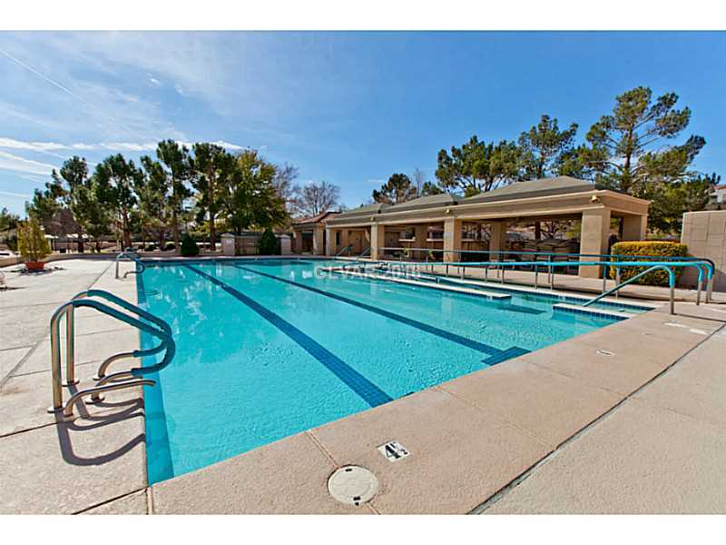 Sun-City-Summerlin-Clubhouse-Pool